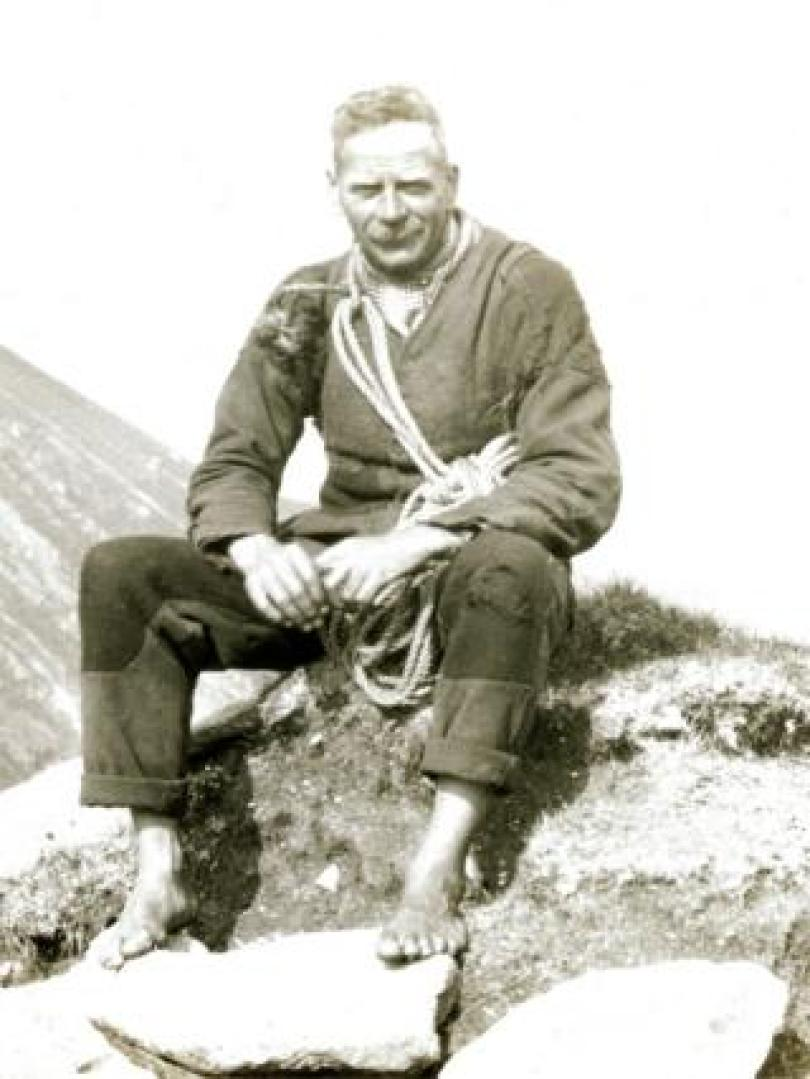 Ewen MacDonald at number 16