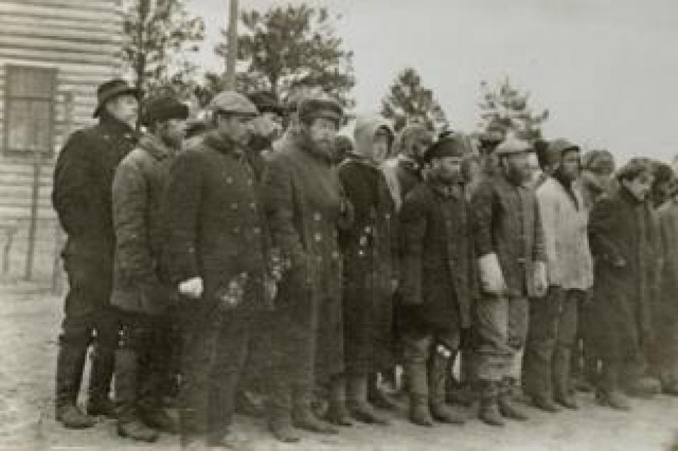 Presos bolcheviques en el campo de reclusión en la isla de Mudyug (Foto: Library of Congress)