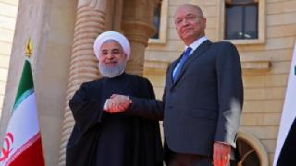 Iranian President Hassan Rouhani (L) shakes hands with Iraqi President Barham Saleh in Baghdad (11 March 2019)