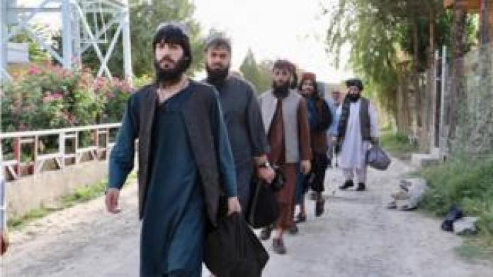 Food Newly released prisoners in Kabul, 13 August 2020