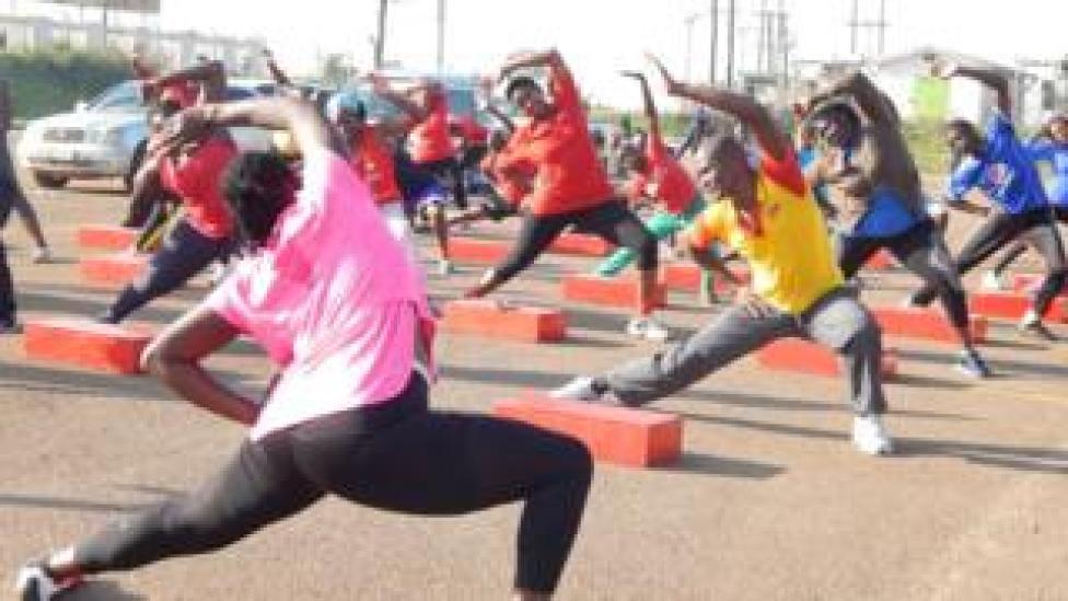 Clase de fitness en Kampala