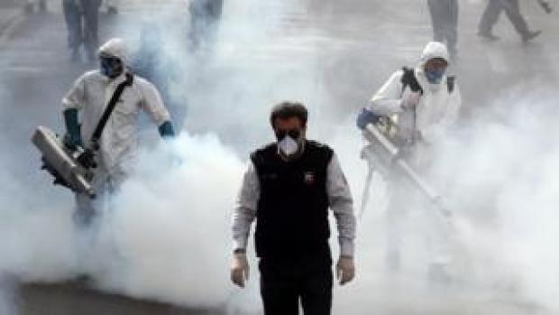 Iranian firefighters disinfect streets in Tehran (13 March 2020)
