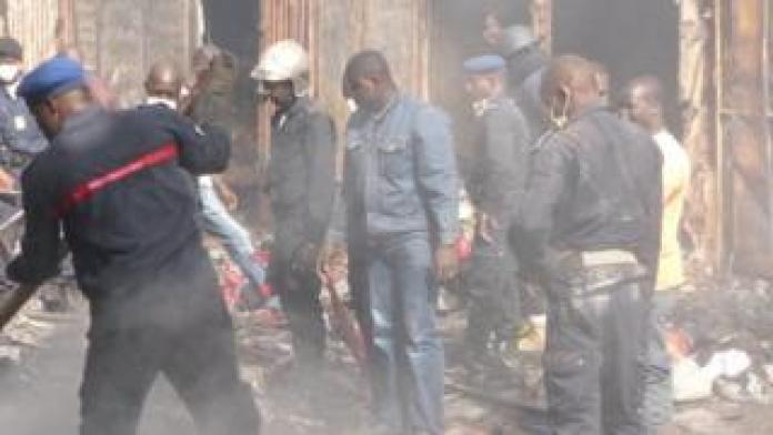 Le feu, qui s'est déclaré cette nuit, a fait d'importants dégâts matériels.