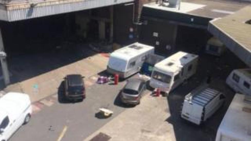 Caravanes et véhicules à la brasserie Thwaites