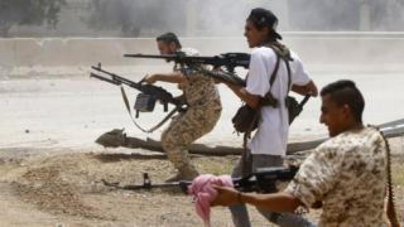 Fighters loyal to the internationally-recognised Government of National Accord (GNA) open fire