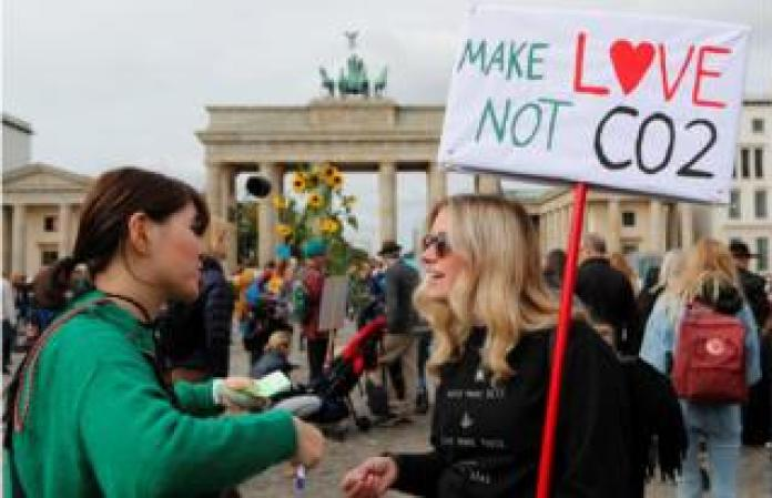 Climate strike protesters in front of the Brandenburg Gate