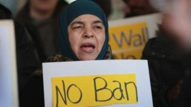 Demonstrators protest against Donald Trump's revised travel ban in Chicago. Photo: 16 March 2017