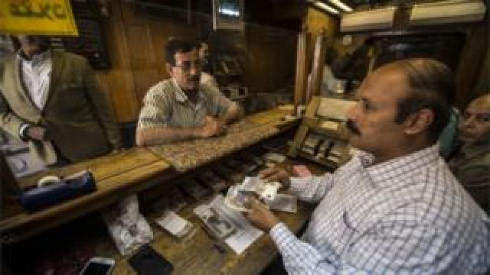 Egypt currency dealer