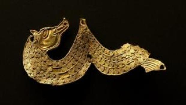 Gold mount with horse head decorated with gold filigree