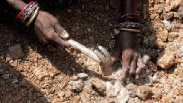 Close-up of the hands of an Indian woman working, collecting mica at a scrap mine in Jharkhand
