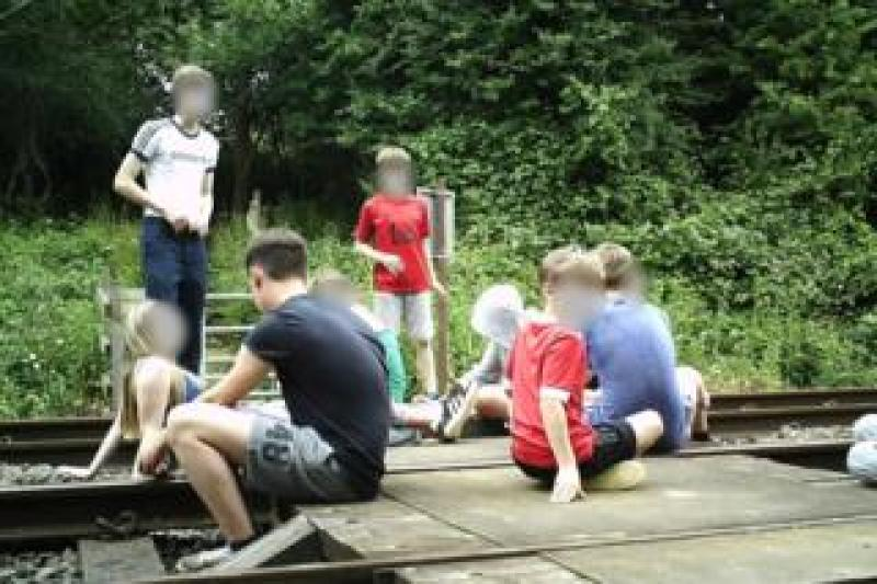 Children on level crossing in Wing