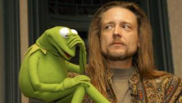 Steve Whitmire with Kermit in 2003