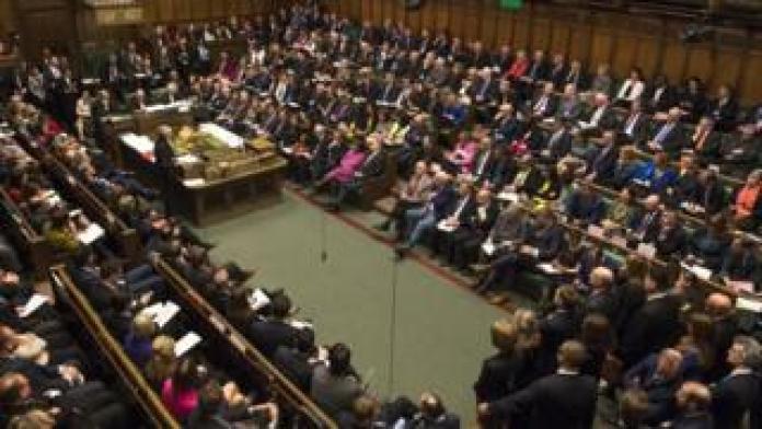 Abgeordnete in Commons während PMQs