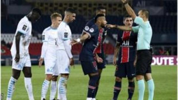 طالب باريس سان جيرمان بفتح تحقيق رسمي في مزاعم نيمار بالتعرض للعنصرية
