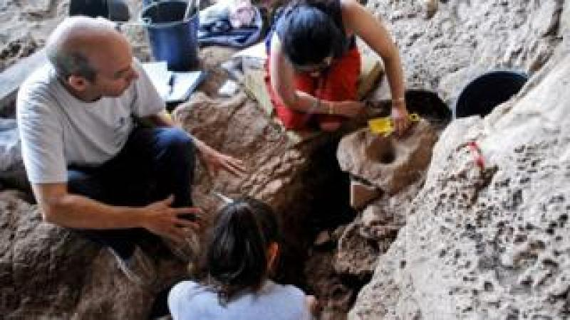 This undated handout picture obtained by AFP on September 13, 2018 from Haifa University shows archaeologists at an excavation in a cave near Raqefet, in the Carmel Mountains near the northern Israeli city of Haifa
