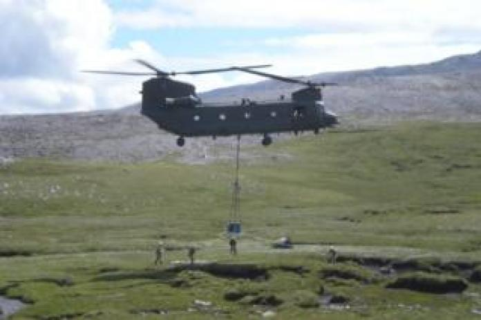 Helicopter carrying the tomb of Ben More Asynt