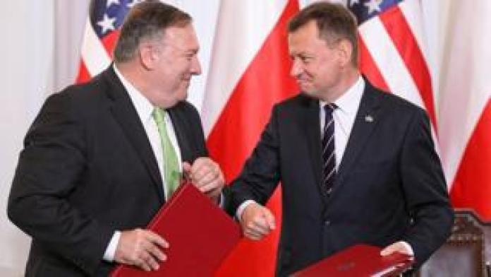 Polish Defence Minister Mariusz Blaszczak (R) and US Secretary of State Mike Pompeo after signing a defence deal