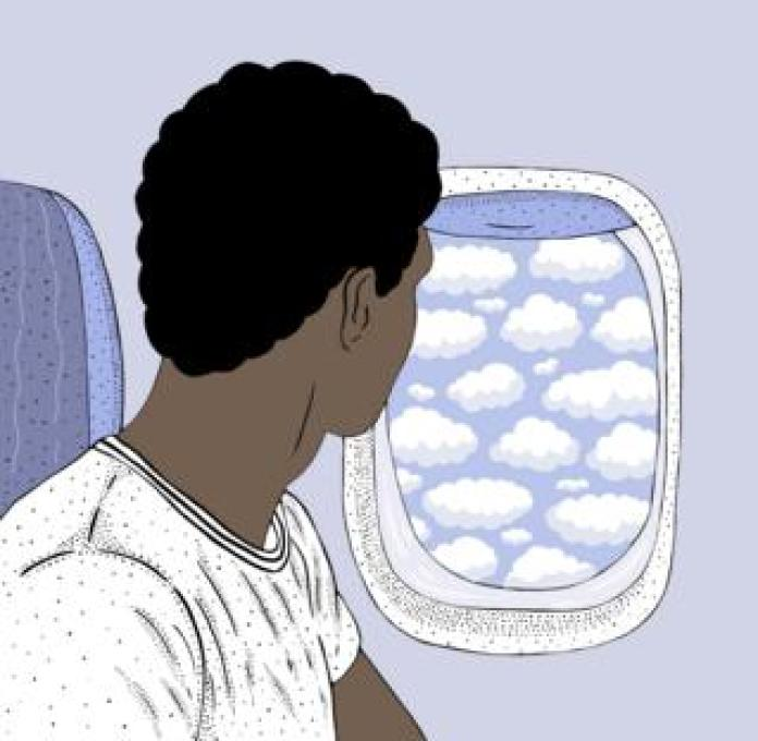 Joven mirando por la ventanilla de un avión.
