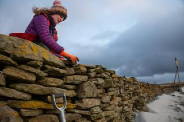 Sian Tarrant and the wall