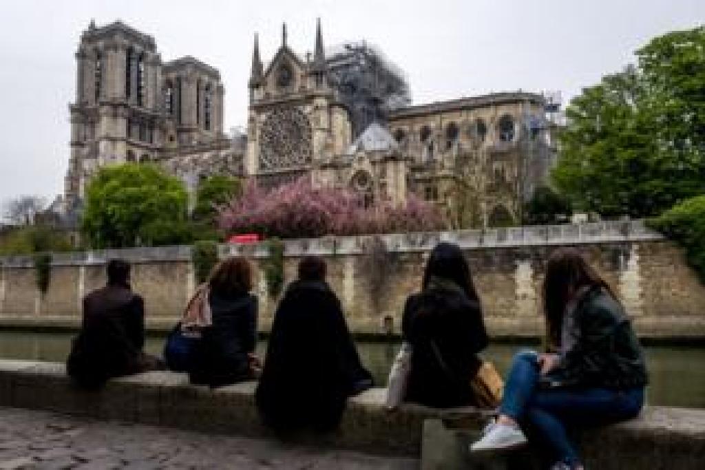La plus célèbre cathédrale du monde, située à Paris, accueille chaque année plus de 13 millions de visiteurs.