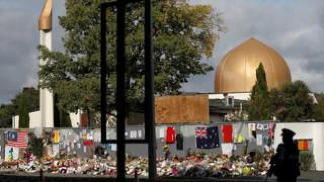 A police officer stands guard outside Al-Noor mosque in Christchurch, New Zealand, March 22, 2019