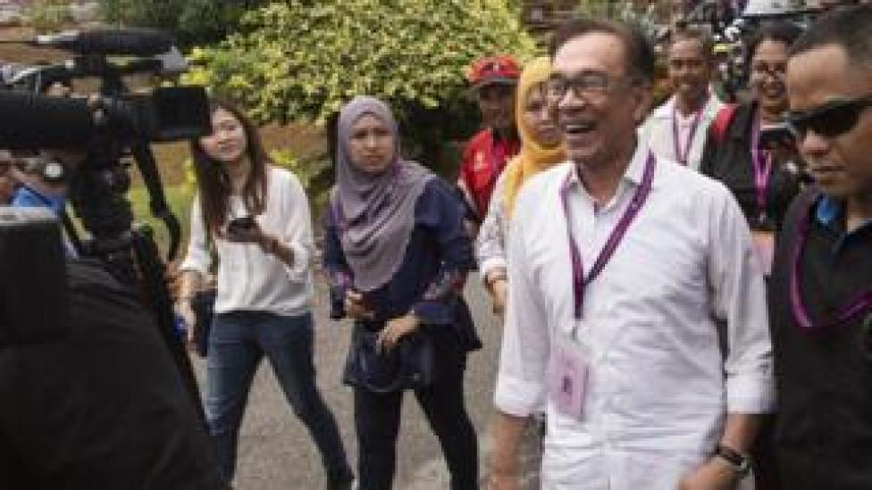 NEWS Anwar Ibrahim enjoys a light-hearted moment with member of the media at a polling station