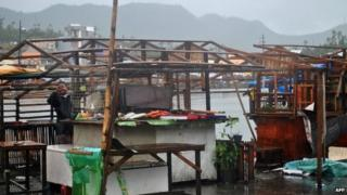 Typhoon Hagupit Storm Weakens As It Nears Philippine