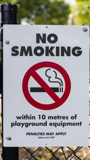 No smoking sign, Edinburgh Gardens, North Fitzroy, Melbourne