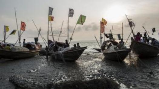 সামুদ্রিক মাছ ধরে জীবনযাপন করা জেলেরা নিষেধাজ্ঞার সিদ্ধান্তে অখুশী