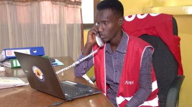 Aamin operator in Somalia on the telephone