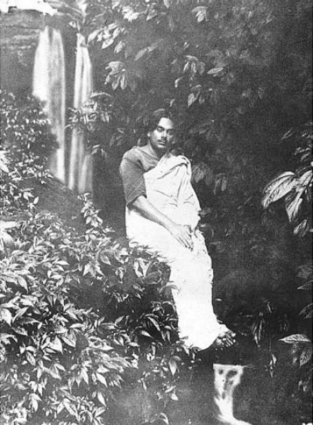 চট্টগ্রামের সীতাকুণ্ডে কাজী নজরুল ইসলাম ১৯২৯ সালে