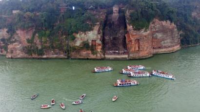 China record floods wet feet of Leshan Giant Buddha - BBC News