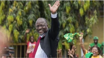 Le président tanzanien, John Magufuli, a relancé la compagnie aérienne nationale, espérant stimuler le tourisme de son pays.