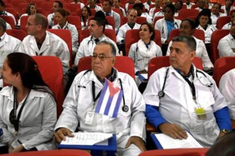 El mundo oculto de los médicos cubanos que son enviados a trabajar ...