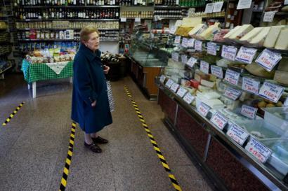 Coronavirus: Life under lockdown in Italy - BBC News