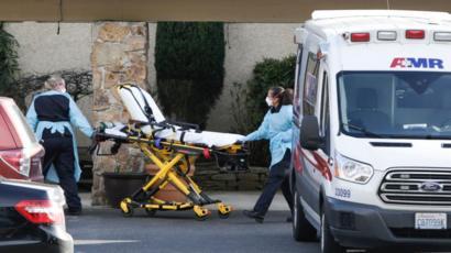 Fears of US coronavirus outbreak rise amid new cases - BBC News