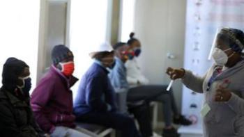 بعض أوائل المتطوعين من جنوب أفريقيا، حيث تجري جامعة أكسفورد تجارب لاختبار فعالية لقاح كورونا المستجد