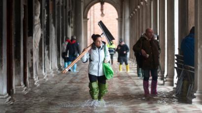 La place Saint-Marc de Venise est inondée lors d'une marée haute exceptionnelle, 13 novembre 2019