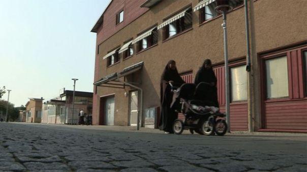 Mujeres e hijos en la calle