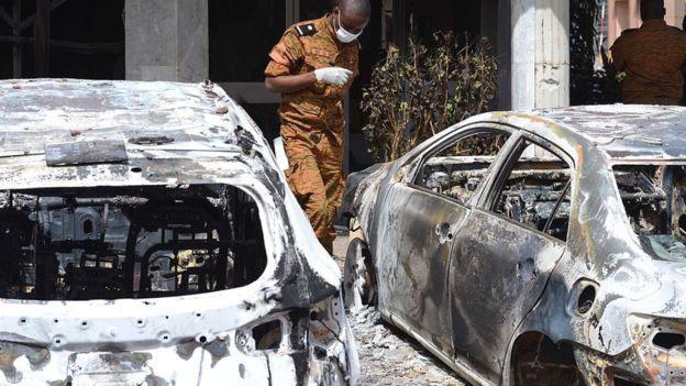 L'une des attaques les plus audacieuses de ces dernières années - le siège en janvier 2016 d'un hôtel de luxe qui a tué 30 personnes dans la capitale du Burkina Faso, Ouagadougou - a été menée par Al-Qaïda au Maghreb islamique (AQMI)