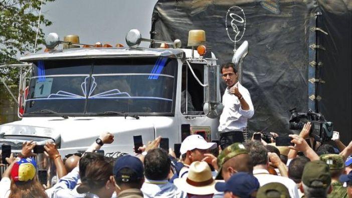 Juan Guidó en un camión con ayuda