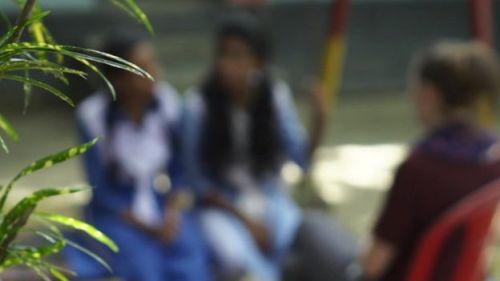 দৌলতদিয়া যৌনপল্লির দু'জন কিশোরী কথা বলছে বিবিসির সংবাদদাতার সাথে।