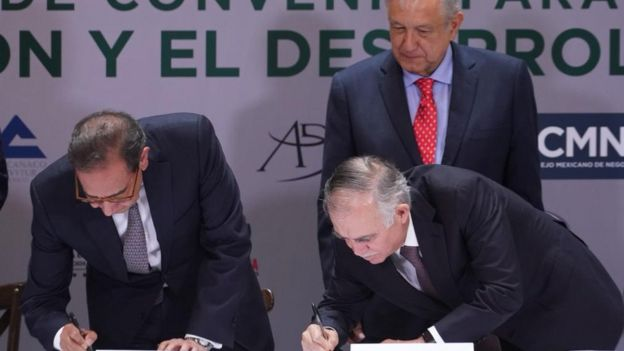 Andrés Manuel López Obrador with two members of the Mexican Business Council