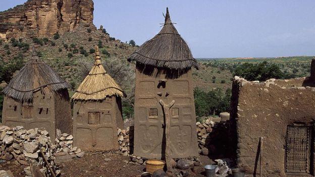 Greniers traditionnels Dogon