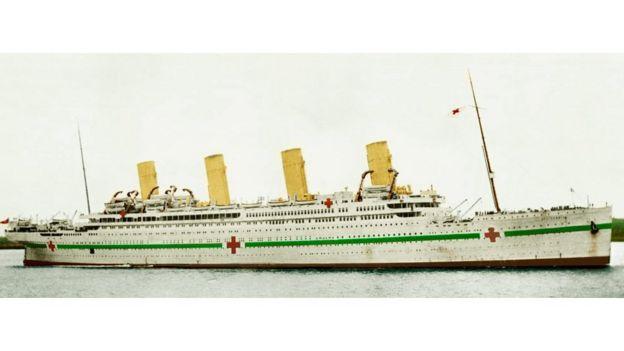 Cuando el Britannic fue reconvertido en buque-hospital tenía este aspecto.