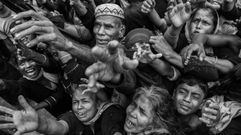 Rohingya refugees desperate for aid crowd as food is distributed - September 2017