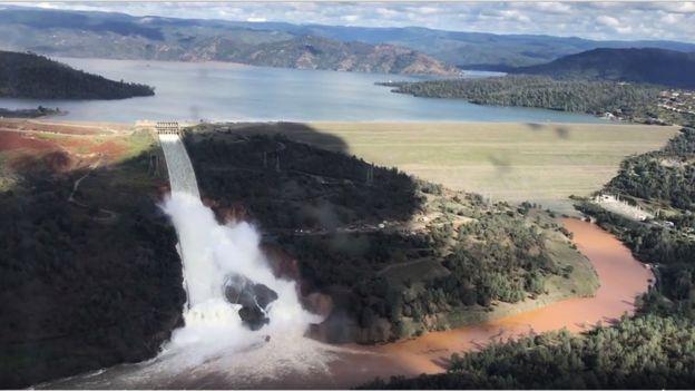 La estructura de la represa de Oroville en California se debilitó después de fuertes lluvias