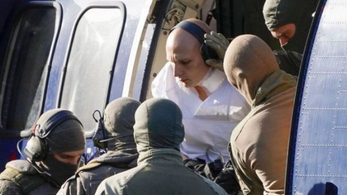 Stephan Balliet being taken out of a helicopter by German special forces