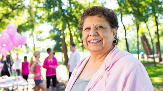 Mujer mayor con apariencia deportiva