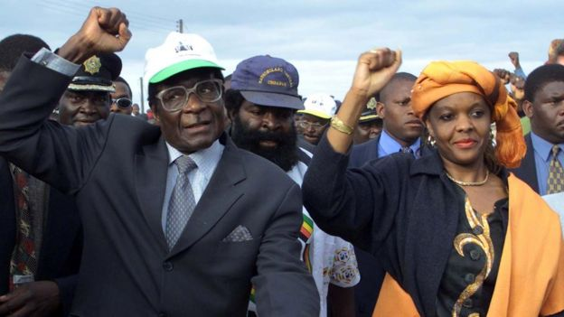 Zimbabwe President Robert Mugabe arrives with his wife Grace for an election rally in Madziwa on 21 June 2000